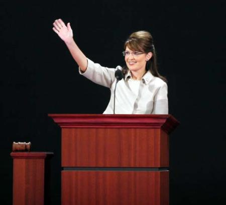 Palin_waving-RNC-20080903_cropped